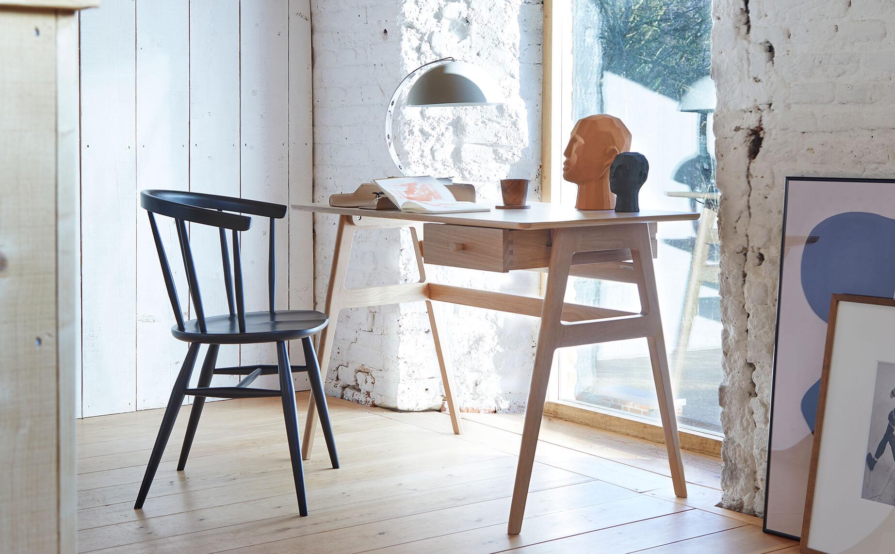 Ercol_Heritage-armchair-oak-BK-2202-Ballatta-desk-oak-cm.jpg