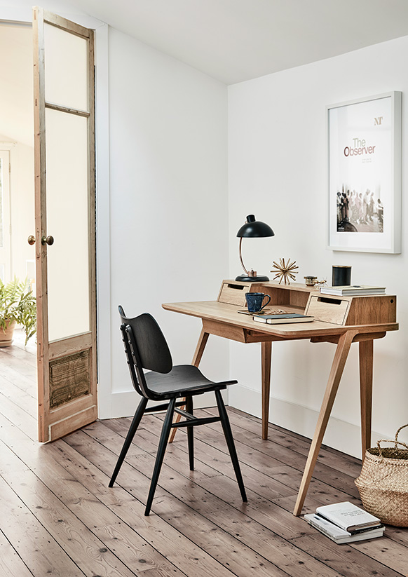 Originals butterfly chair and Treviso desk