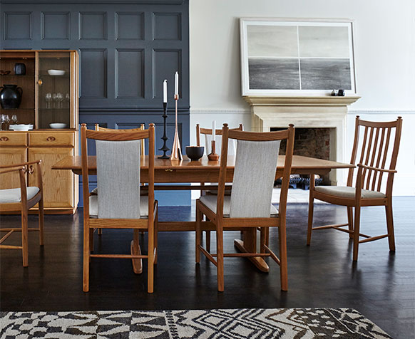 Windsor extending dining table